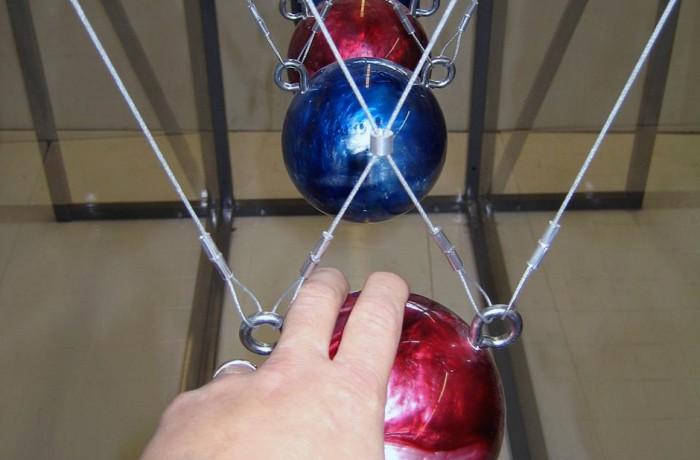 Giant Newton's Cradle